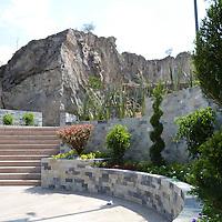 Toluca, México.- El ayuntamiento de Toluca, casi termina la Plaza del Pueblo en el terreno que era fue conocida por muchos años como La Pedrera, cerca de la Glorieta a la Marina. Agencia MVT / José Hernández