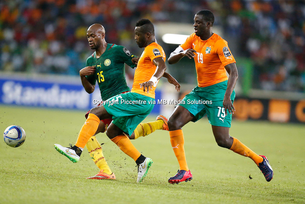 Frank Etoundi (L) of Cameroon is challenged by Max Alain (C) and Yaya Toure of Cote de Ivoire during their AFCON group D match at Estadio de Malabo in Equatorial Guinea on January 28, 2015.Photo/Mohammed Amin/www.pic-centre.com (Equatorial Guinea)