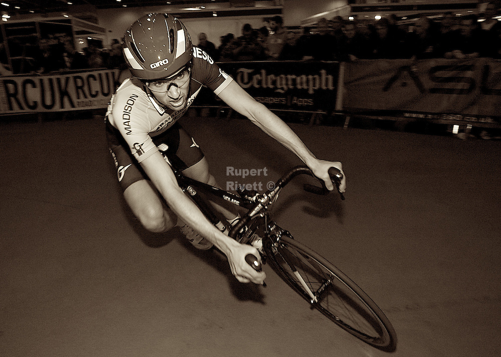 London Bike show photos with London in-dor Nocturne style races