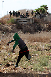 08.10.2015, Tulkarm, PSE, Gewalt zwischen Palästinensern und Israelis, im Bild Zusammenstösse zwischen Palästinensischen Demonstranten und Israelischen Sicherheitskräfte // A Palestinian protester throws stones at Israeli security forces during clashes in the West Bank town of Tulkarm. There have been at least eight stabbing attacks since the beginning of the month, when a Palestinian killed two Israelis in Jerusalem's Old City, helping to prompt a security crackdown and spread riots, Palestine on 2015/10/08. EXPA Pictures © 2015, PhotoCredit: EXPA/ APAimages/ Nedal Eshtayah<br /> <br /> *****ATTENTION - for AUT, GER, SUI, ITA, POL, CRO, SRB only*****