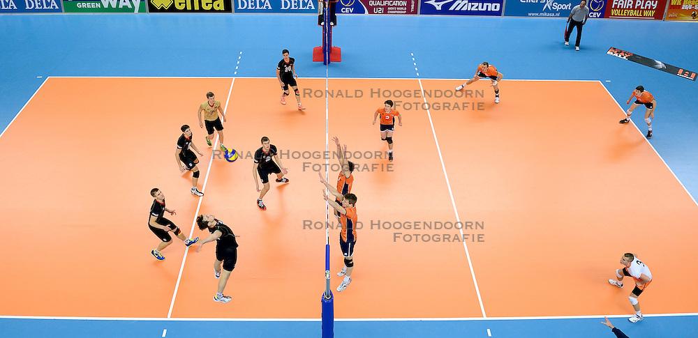 11-01-2015 NED: FIVB U21 WK kwalificatie Nederland - Duitsland, Zwolle<br /> Center court Landstede Sportcentrum