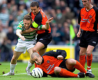 Fotball<br /> Skottland 2004/2005<br /> Foto: SBI/Digitalsport<br /> NORWAY ONLY<br /> <br /> Celtic v Dundee United, Scottish Cup Final, Hampden Park, Glasgow.    <br /> <br /> Saturday 28/05/2005<br /> <br /> Craig Bellamy tries tio get through but is thwarted by Derek McInnes and Paul Ritchie
