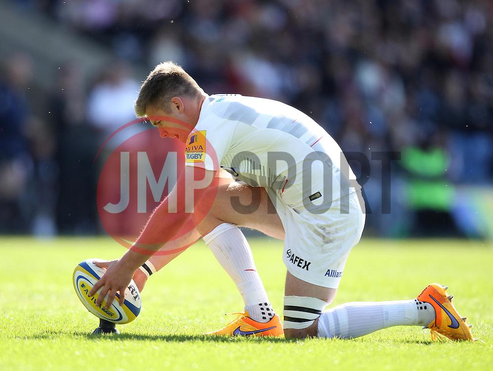 Saracens Owen Farrell lines up a conversion - Photo mandatory by-line: Robbie Stephenson/JMP - Mobile: 07966 386802 - 16/05/2015 - SPORT - Rugby - Oxford - Kassam Stadium - London Welsh v Saracens - Aviva Premiership