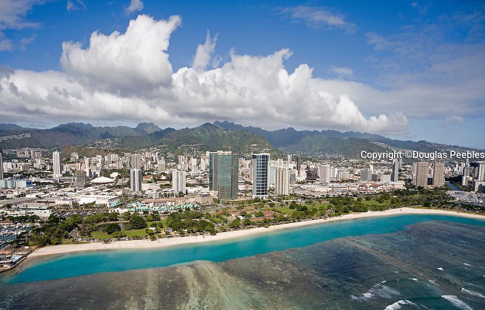Ala Moana Beach park, Waikiki, Oahu, Hawaii