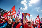In Eindhoven wordt op Strijp-S actie gevoerd door de vakbonden CNV, FNV en VCP. De bonden strijden voor een beter pensioenstelsel. De onderhandelingen voor het pensioen zijn in november 2018 vastgelopen. Naast Eindhoven vinden ook acties plaats in Groningen, Arnhem en Den Haag.<br /> <br /> In Eindhoven the Dutch trade unions CNV, FNV and VCP are demonstrating for a better retirement agreement. Last year the negotiations between the trade unions, the government and employers collapsed.