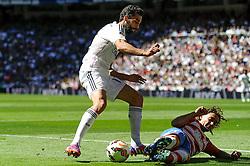 05.04.2015, Estadio Santiago Bernabeu, Madrid, ESP, Primera Division, Real Madrid vs FC Granada, 29. Runde, im Bild Real Madrid&acute;s Alvaro Arbeloa and Granada&acute;s Manuel Iturra // during the Spanish Primera Division 29th round match between Real Madrid CF and Granada FC at the Estadio Santiago Bernabeu in Madrid, Spain on 2015/04/05. EXPA Pictures &copy; 2015, PhotoCredit: EXPA/ Alterphotos/ Luis Fernandez<br /> <br /> *****ATTENTION - OUT of ESP, SUI*****
