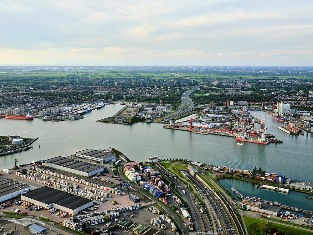 Nederland, Zuid-Holland, Rotterdam, 14-09-2019; Haven Rotterdam, stadsdeel Pernis. Rijksweg A4 met Beneluxtunnel onder Het Scheur / Nieuwe Maas. Gezien naar Vlaardingen, werf van Mammmoet.<br /> Port of Rotterdam, district of Pernis. Highway A4 with Beneluxtunnel under Het Scheur / Nieuwe Maas.<br /> <br /> luchtfoto (toeslag op standard tarieven);<br /> aerial photo (additional fee required);<br /> copyright foto/photo Siebe Swart