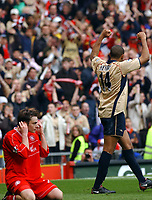 Fotball:<br /> Engelsk FA-cup, semifinale. 14.04.2002.<br /> Arsenal v Middlesbrough.<br /> Robbie Stockdale, Middlesbrough.<br /> Thierry Henry, Arsenal.<br /> Foto: Tim Parker, Digitalsport.