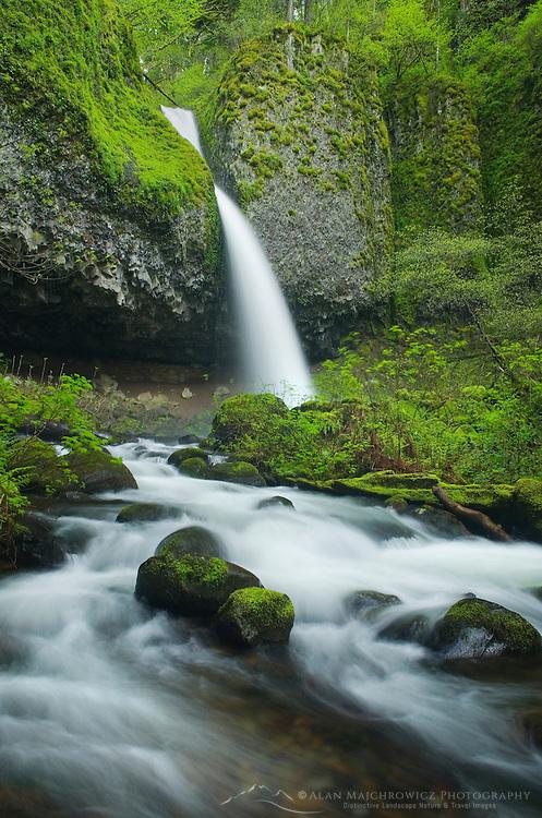Ponytail Falls, Columbia River Gorge National Scenic Area, Oregon