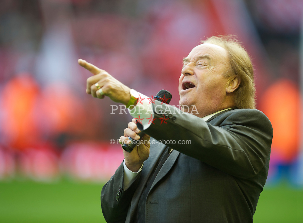 "LIVERPOOL, ENGLAND - Sunday, October 24, 2010: Liverpool supporter and singer Gerry Marsden sings ""You'll Never Walk Alone""  before the Premiership match against Blackburn Rovers at Anfield. (Photo by David Rawcliffe/Propaganda)"