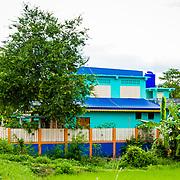 THA/Bangkok/20160729 - Vakantie Thailand 2016 Bangkok,, Thais huis geschilderd in blauwe kleuren