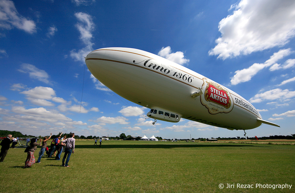 UK ENGLAND LONDON 22JUL08 - The 'Star over London' zeppelin takes off from Damyen Hall airfield near Upminster in east London...jre/Photo by Jiri Rezac..© Jiri Rezac 2008..Contact: +44 (0) 7050 110 417.Mobile:  +44 (0) 7801 337 683.Office:  +44 (0) 20 8968 9635..Email:   jiri@jirirezac.com.Web:    www.jirirezac.com..© All images Jiri Rezac 2008 - All rights reserved.