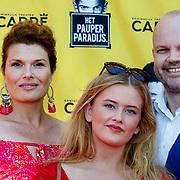 NLD/Amsterdam/20180708 - Inloop premiere Het Pauperparadijs, Anoukm van Nes, partner Thorkell Sauren en dochter
