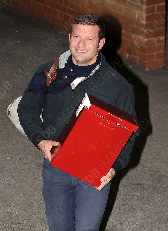 14.OCTOBER.2012. LONDON<br /> <br /> DERMOT O'LEARY LEAVING THE X-FACTOR STUDIOS AFTER THE RESULTS SHOW.<br /> <br /> BYLINE: EDBIMAGEARCHIVE.CO.UK<br /> <br /> *THIS IMAGE IS STRICTLY FOR UK NEWSPAPERS AND MAGAZINES ONLY*<br /> *FOR WORLD WIDE SALES AND WEB USE PLEASE CONTACT EDBIMAGEARCHIVE - 0208 954 5968*