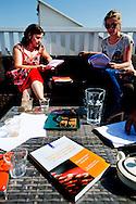 AMSTERDAM - GroenLinks-lijsttrekker Jolande Sap bereidt zich voor op het Het Carre-debat, op het dakterras bij haar woordvoerder Anita de Horde.
