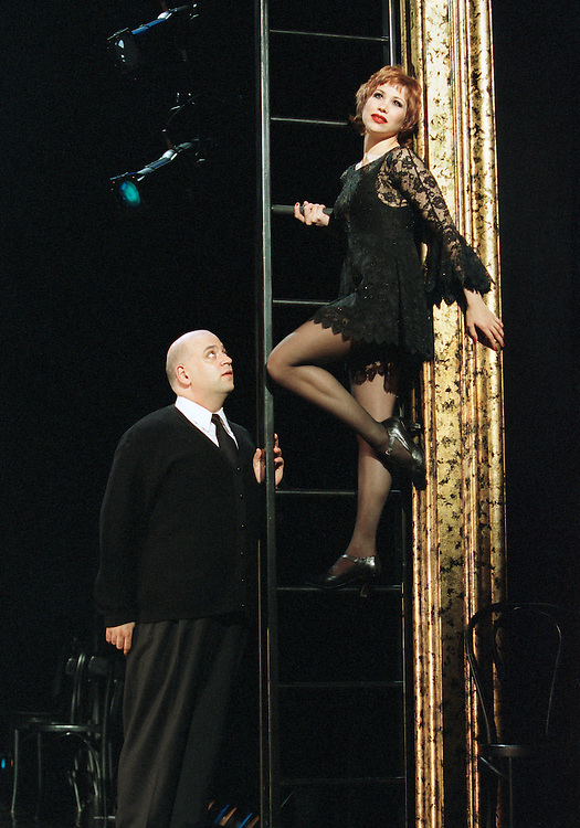 Chicago .Cell Block Tour.Bianca Marroquin as Roxie Hart.Ray Bokhour as Amos Hart.Credit Photo: © Paul Kolnik