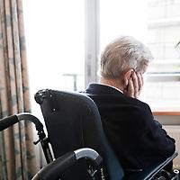 Nederland Rotterdam 8 december 2010 Demente bejaarden in het bejaardentehuis. dementie, dementeren, vergrijzende samenleving, vergrijzen.  Foto: David Rozing