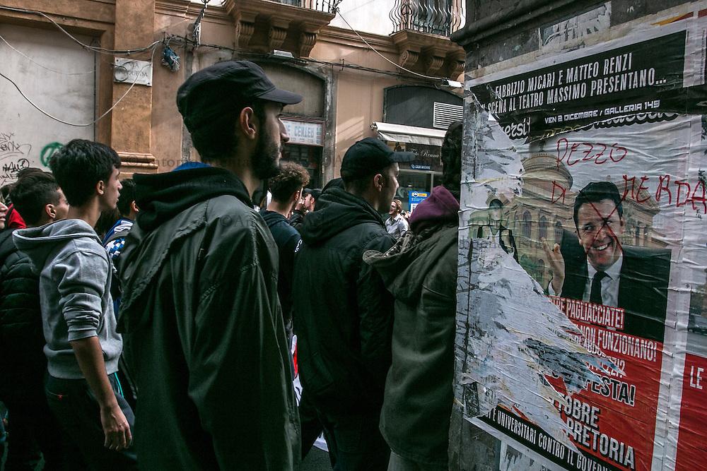Oltre un migliaio di studenti appartenente agli Studenti Medi di Palermo ha manifestato, nella Giornata Internazionale dello Studente, contro la Buona Scuola e il Governo Renzi.