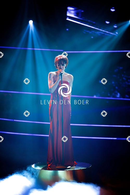 HILVERSUM - In Studio 24 zijn de finales van Holland's Got Talent 2014. Met hier op de foto  zangeres Angelique Verhoeven. FOTO LEVIN DEN BOER - PERSFOTO.NU