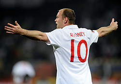 12.06.2010, Royal Bafokeng Stadium, Rustenburg, RSA, FIFA WM 2010, England (ENG) vs USA (USA), im Bild Wayne Rooney (England).. EXPA Pictures © 2010, PhotoCredit: EXPA/ InsideFoto/ Giorgio Perottino / SPORTIDA PHOTO AGENCY