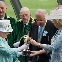 ASCOT, ENGLAND - JUNE 18:  HM The Queen at the presentation of the Gold Cup at Royal Ascot the race  has been won by Yeats (IRE) owned by.Mrs John Magnier & Mrs David Nagle  at Ascot Racecourse on June 18, 2009 in Ascot, England.  (Photo by Marco Secchi/Getty Images)