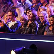 NLD/Hilversum/20120901 - 2de liveshow AVRO Strictly Come Dancing 2012, familie en vrienden Stacey Rookhuizen