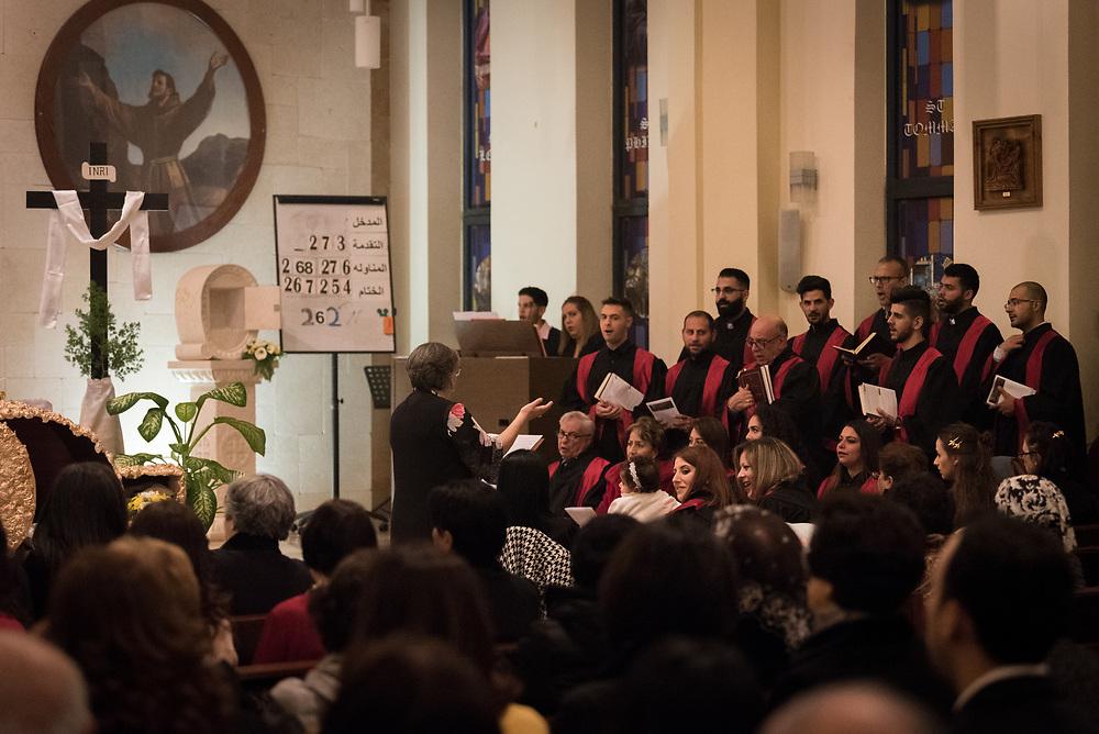 20 April 2019, Jerusalem: The choir sings during Holy Saturday service at Saint James' Church in Beit Hanina, Jerusalem.