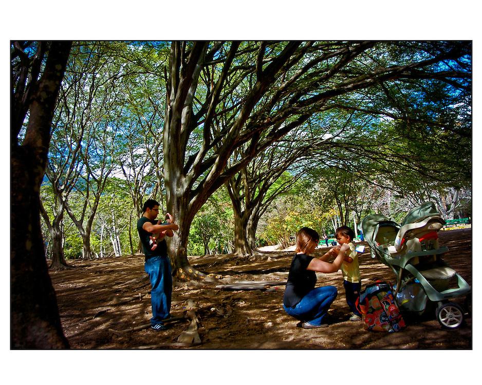 Retratos de Familia<br /> Photography by Aaron Sosa<br /> (Copyright &copy; Aaron Sosa) PORTFOLIO WEEDINGS AND SOCIAL EVENTS