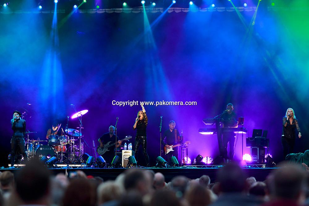 Edinburgh, Scotland. UK. 20 July. Bananarama perform on stage in the Edinburgh Castle's Esplanade on 19 July 2018. Photo: Pako Mera/Alamy Live News.