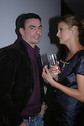 Chris Nash and Linda Evangelista. Party hosted by Linda Evangelista and Mac Cosmetics. The Hospital. London. 18 September 2005. ONE TIME USE ONLY - DO NOT ARCHIVE © Copyright Photograph by Dafydd Jones 66 Stockwell Park Rd. London SW9 0DA Tel 020 7733 0108 www.dafjones.com