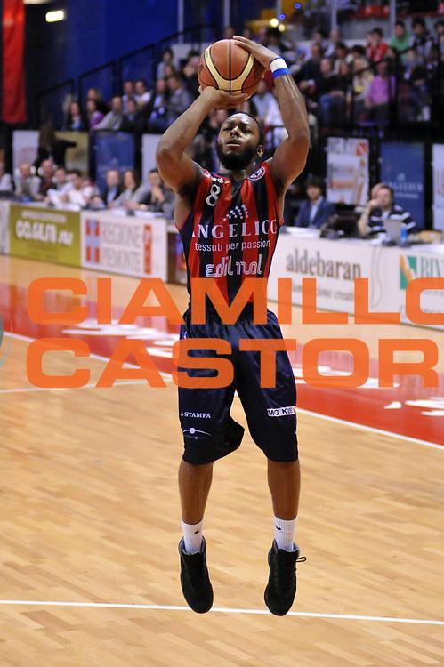 DESCRIZIONE : Biella Lega A 2011-12 Angelico Biella Bennet Cantu<br /> GIOCATORE : Jacob Pullen<br /> CATEGORIA : Tiro<br /> SQUADRA : Angelico Biella<br /> EVENTO : Campionato Lega A 2011-2012<br /> GARA : Angelico Biella Bennet Cantu<br /> DATA : 29/04/2012<br /> SPORT : Pallacanestro<br /> AUTORE : Agenzia Ciamillo-Castoria/S.Ceretti<br /> Galleria : Lega Basket A 2011-2012<br /> Fotonotizia : Biella Lega A 2011-12 Angelico Biella Bennet Cantu<br /> Predefinita :