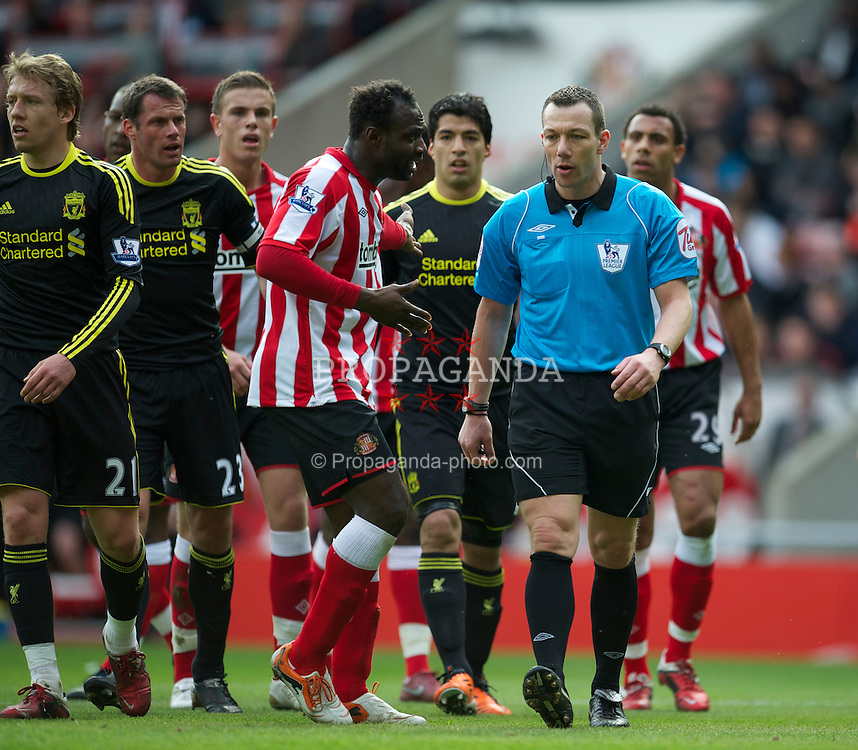 SUNDERLAND, ENGLAND - Sunday, March 20, 2011: Referee Kevin Friend awards Liverpool a penalty as Sunderland's John Mensah protests during the Premiership match at the Stadium of Light. (Photo by David Rawcliffe/Propaganda)