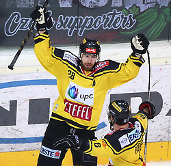 22.11.2016, Albert Schultz Halle, Wien, AUT, EBEL, UPC Vienna Capitals vs HC Orli Znojmo, 22. Runde, im Bild Torjubel Andreas Noedl (UPC Vienna Capitals) und David Rotter (UPC Vienna Capitals) // during the Erste Bank Icehockey League 22nd Round match between UPC Vienna Capitals and HC Orli Znojmo at the Albert Schultz Ice Arena, Vienna, Austria on 2016/11/22. EXPA Pictures © 2016, PhotoCredit: EXPA/ Thomas Haumer