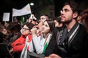 Napoli. Sostenitori del Partito democratico in Piazza Sanità nel Quartiere Sanità di Napoli, in occasione del comizio elettorale del Presidente del Consiglio Matteo Renzi per le prossime elezioni Europee.