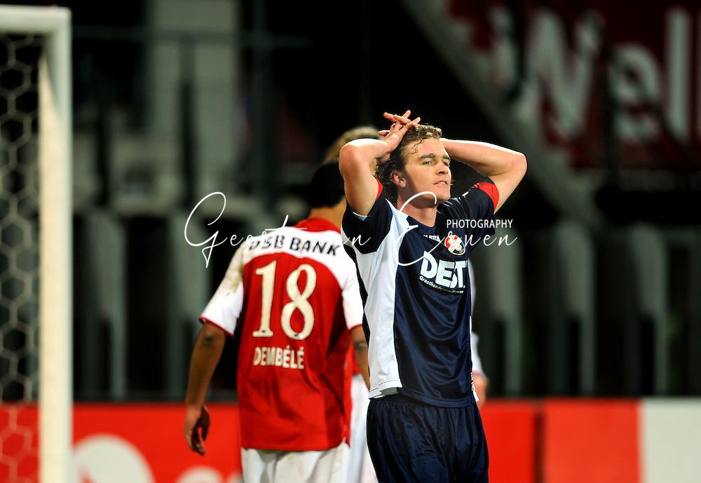 07-02-2009 VOETBAL: AZ - WILLEM II: ALKMAAR<br /> Arjan Swinkels beseft dat Willem II al dicht bij de 1-0 is na de kopbal op de paal van Biemans<br /> FOTO: GEERT VAN ERVEN