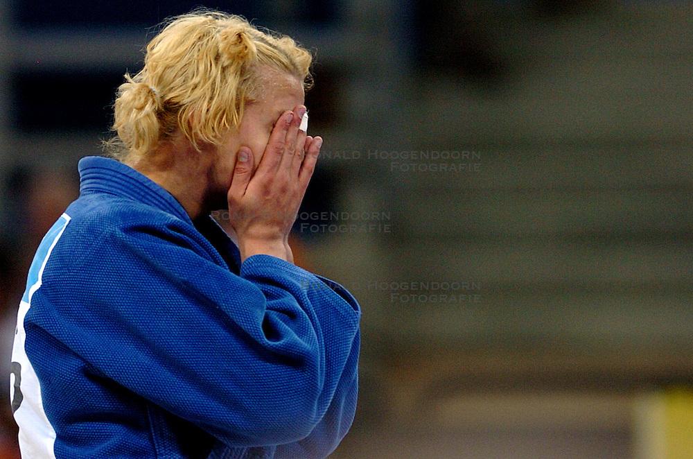 18-08-2004 JUDO: OLYMPIC GAMES: ATHENE<br /> Edith Bosch verliest de finale van de Japanse Masae Ueno met ippon<br /> &copy;2004-WWW.FOTOHOOGENDOORN.NL