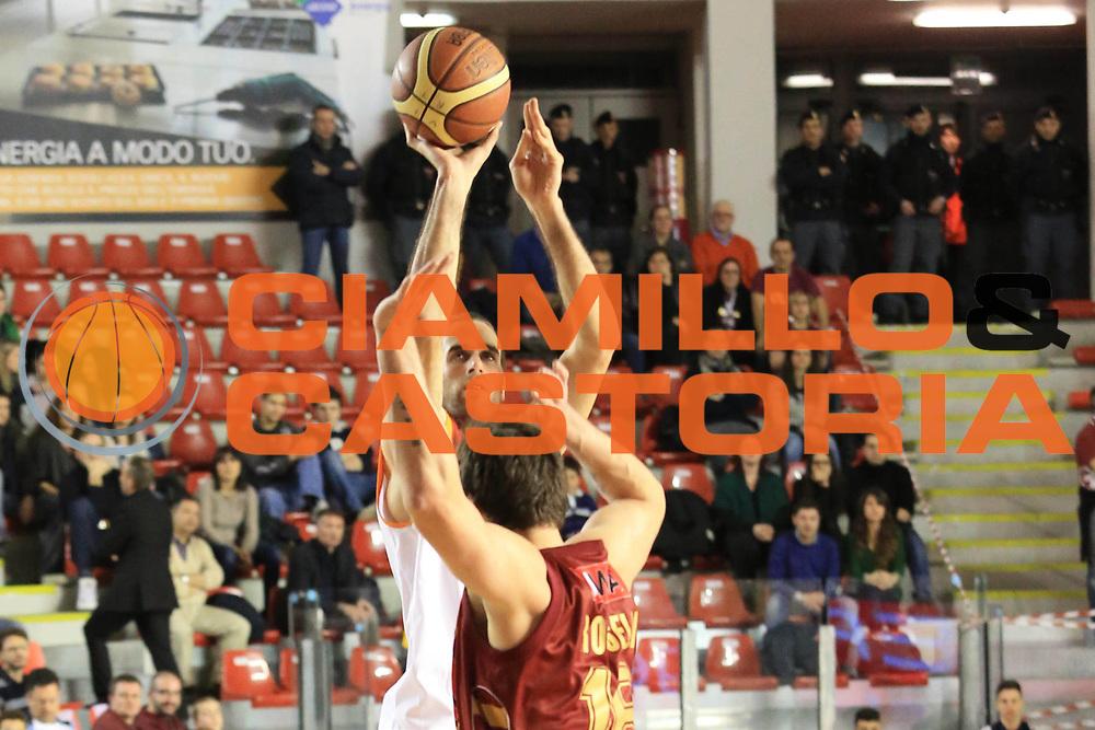 DESCRIZIONE :  Roma Lega A 2012-13 Acea Roma Umana Reyer Venezia<br /> GIOCATORE : Luigi Datome<br /> CATEGORIA : tiro<br /> SQUADRA : Acea Roma<br /> EVENTO : Campionato Lega A 2012-2013 <br /> GARA : Acea Roma Umana Reyer Venezia<br /> DATA : 16/03/2013<br /> SPORT : Pallacanestro <br /> AUTORE : Agenzia Ciamillo-Castoria/M.Simoni<br /> Galleria : Lega Basket A 2012-2013  <br /> Fotonotizia : Roma Lega A 2012-13 Acea Roma Umana Reyer Venezia<br /> Predefinita :
