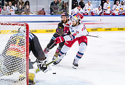 09.04.2019, Eisarena, Salzburg, AUT, EBEL, EC Red Bull Salzburg vs Vienna Capitals, Halbfinale, 6. Spiel, im Bild v.l.: Jean Philippe Lamoureux (Vienna Capitals), Raphael Herburger (EC Red Bull Salzburg), Marc-Andre Dorion (Vienna Capitals) // during the Erste Bank Icehockey 6th semifinal match between EC Red Bull Salzburg vs Vienna Capitals at the Eisarena in Salzburg, Austria on 2019/04/09. EXPA Pictures © 2019, PhotoCredit: EXPA/ JFK