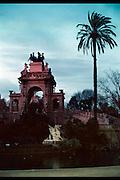 Spanje, Barcelona, 10-1-2004....Parc de la cuitadella, de cascada. Standbeeld, monument....van Josep Fontseri, met invloed van jonge Gaudi. Stadspark, architectuur.....Foto: Flip Franssen