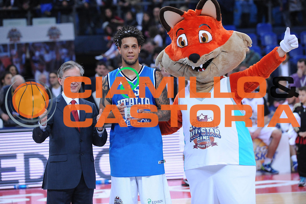 DESCRIZIONE : Pesaro Edison All Star Game 2012<br /> GIOCATORE : Daniel Hackett MVP<br /> CATEGORIA : premiazione<br /> SQUADRA : Italia Nazionale Maschile<br /> EVENTO : All Star Game 2012<br /> GARA : Italia All Star Team<br /> DATA : 11/03/2012 <br /> SPORT : Pallacanestro<br /> AUTORE : Agenzia Ciamillo-Castoria/M.Marchi<br /> Galleria : FIP Nazionali 2012<br /> Fotonotizia : Pesaro Edison All Star Game 2012<br /> Predefinita :