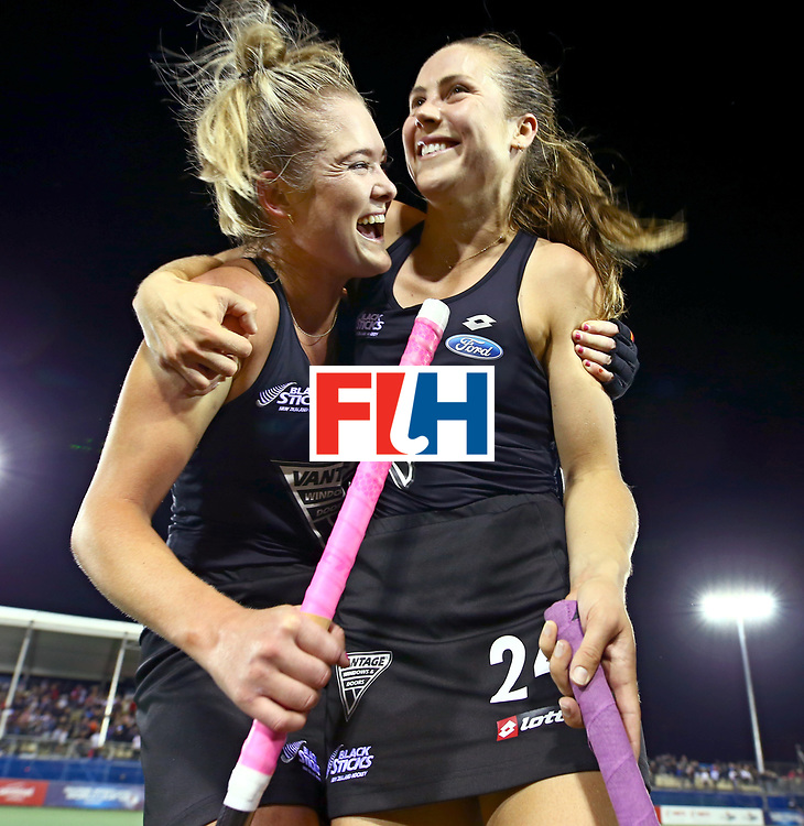 New Zealand, Auckland - 24/11/17  <br /> Sentinel Homes Women&rsquo;s Hockey World League Final<br /> Harbour Hockey Stadium<br /> Copyrigth: Worldsportpics, Rodrigo Jaramillo<br /> Match ID: 10310 - ENG-NZL<br /> Photo: (2) HARRISON Samantha and (24) KEDDELL Rose