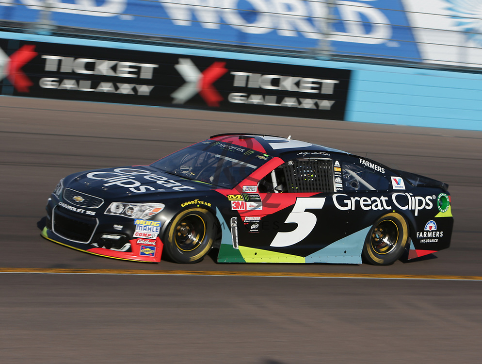 Kasey Kahne qualifies for Sunday's NASCAR Cup Series auto race on Friday, March 17, 2017, in Avondale, Ariz.  (AP Photo/Rick Scuteri)