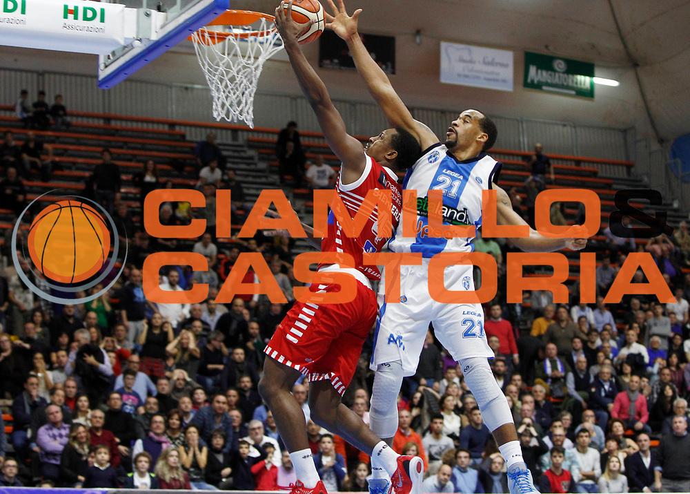 Capo dOrlando 06 Dicembre 2015<br /> BASKET Lega A Beko<br /> Betaland Orlandina Basket - Consultinvest Pesaro<br /> NELLA FOTO last shoot ultimo tiro Shepherd<br /> FOTO CIAMILLO