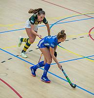 AMSTERDAM  - Pam Imhof (Kampong) met Tessa Beetsma (hdm)  tijdens het starttoernooi zaalhockey in Sporthallen Zuid.    COPYRIGHT KOEN SUYK