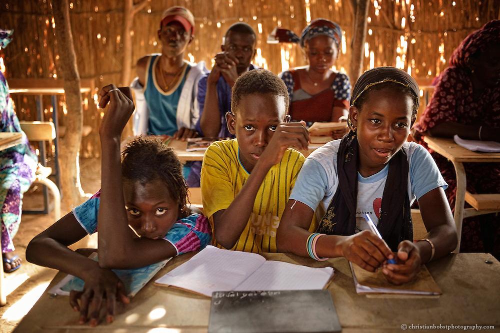 Ausbildungsworkshop (Lesen & Schreiben) für Kinder und Erwachsene in DIAGALY, Senegal.