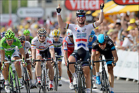 Sykkel<br /> 03.07.2013<br /> Tour de France<br /> Foto: PhotoNews/Digitalsport<br /> NORWAY ONLY<br /> <br /> MARSEILLE, FRANCE - JULY 03: Mark Cavendish (Great Britain / Team Omega Pharma - Quickstep) celebrates the win before Peter Sagan (Slovakia / Team Cannondale), Andre Greipel (Germany / Team Lotto Belisol) and Edvald Boasson Hagen (Norway / Team Sky) during the fifth stage of the 2013 Tour de France from Cagnes-sur-Mer to Marseille on July 03, 2013 in Marseille, France.