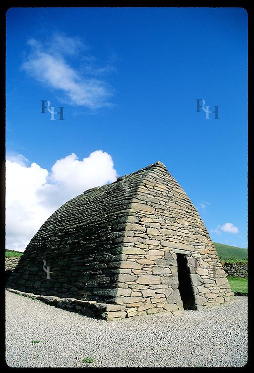 Gallarus Oratory, 7th-c., Ireland's best-preserved early Christian drystone church;Dingle Peninsula Irlnd