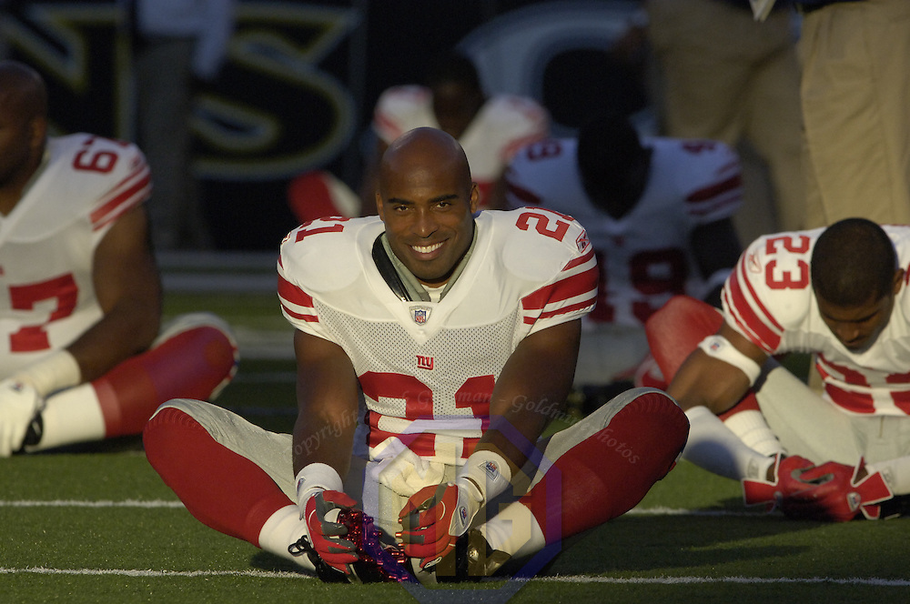 11 August 2006:  New York Giants running back Tiki Barber stretches prior to the pre-season game against the Baltimore Ravens.  The game was won by the Giants 17-16 at M&T Bank Stadium in Baltimore, Md. .