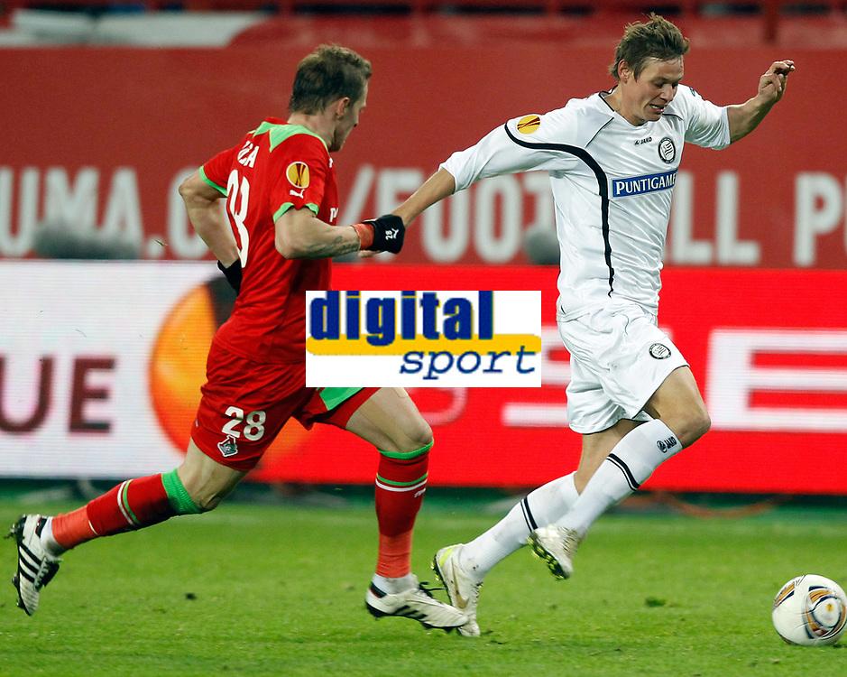 Fotball , 1. desember 2011 , - UEFA Europa League, Gruppenphase, Lokomotiv Moskva vs SK Sturm Graz. <br />  Bild zeigt Jan Durica (Lokomotiv) und Roman Kienast (Sturm). <br /> <br /> Norway only