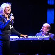 NLD/Laren/20140512 - Anita Meijer ontvangt de Radio 5 Nostalgia Ouevreprijs , Optreden Anita Meijer en Hans Vermeulen